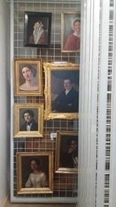 V depozitáři obrazů byly instalovány rošty pro uskladnění obrazové sbírky